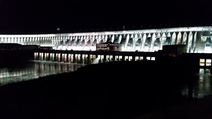 iluminacao-barragem-usina-itaipu